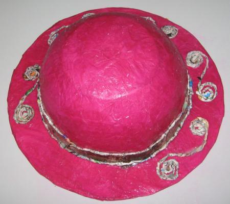 chapeaux en papier pour le carnaval par exemple. Black Bedroom Furniture Sets. Home Design Ideas