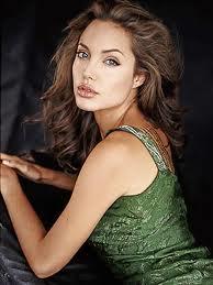 Que pensez vous de l'actrice Angelina Jolie ( Pitt )