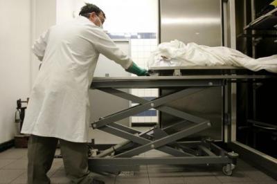 Un mort se réveille a la morgue