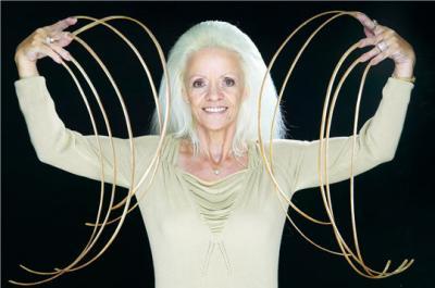 Insolite : Lee Redmond a les ongles les plus longs du monde