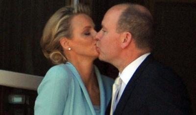 "News : Mariage  Charlene et Albert de Monaco se disent ""oui"" et s'embrassent"