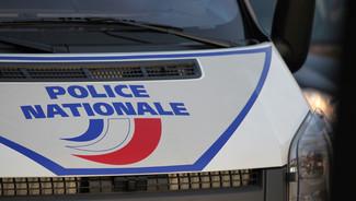 un dabiste braqué à la ceinture d'explosifs ( Hauts-de-Seine )