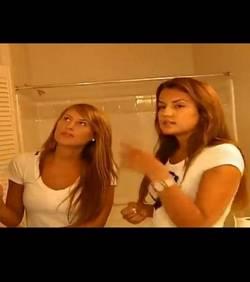 Deux jeunes femmes filmées chez elle à leur insu !