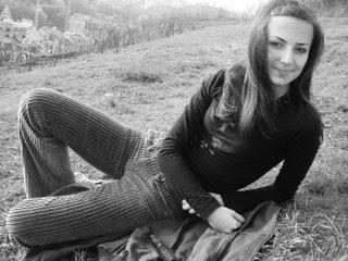 Alisa Kuzmenko découpe son chien et se prend en photo