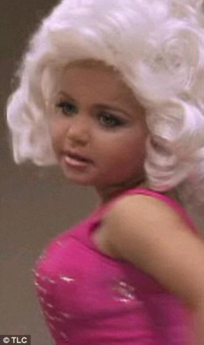 Maddy Jackson  faux seins et les fausses fesses à 4 ans