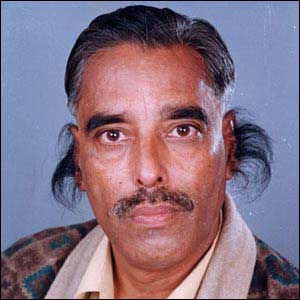 M. Baijpai detient le record des poils d'oreilles les plus long du monde