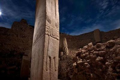 Le plus ancien temple de pierre jamais découvert ( turc Göbekli Tepe )