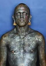 Lucky Diamond et  l' homme le plus tatouée du monde