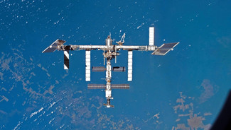 La Station spatiale internationale (ISS) en orbite autour du Globe