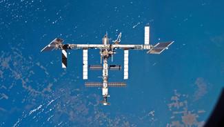 La Station spatiale internationale (ISS) en orbite autour du Globe