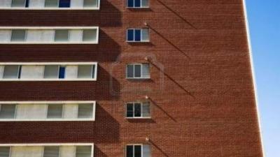 Une fille de 2 ans tombée du 10e étage sauvée par une passante