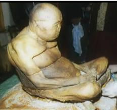 Corps d'un lama bouddhiste momifié mystérieusement   ( chambo lama Itigilov )