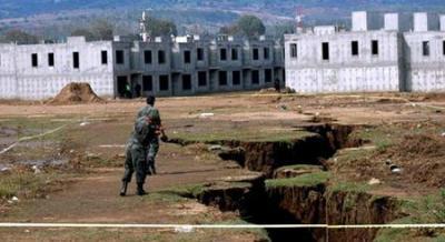 l'apparition soudaine d'une énorme fissure mesurant 100 mètres au Pérou