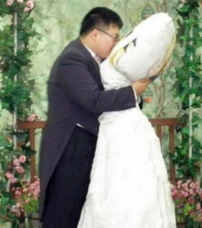 Jin-Gyu se marie avec un oreiller ( mariage bizarre )