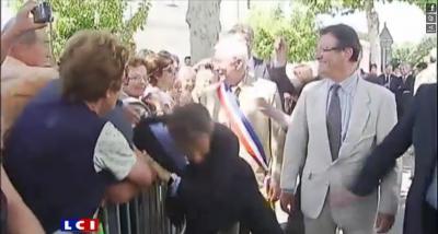 News : Nicolas Sarkozy Bousculé  par un homme