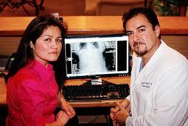 Sauvé d'une balle grace à ses implants mammaire ( Lydia Carranza )