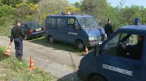les gendarmes cherchent un corps de bébé dans une poubelle