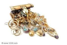 Par erreur Il jette les bijoux de famille a la poubelle