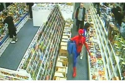 Incroyable Spiderman empêche un vol