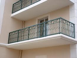 un enfant de 8 mois enferme sa mère sur le balcon