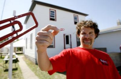 Kyle MacDonald à échangé un trombone rouge contre une maison