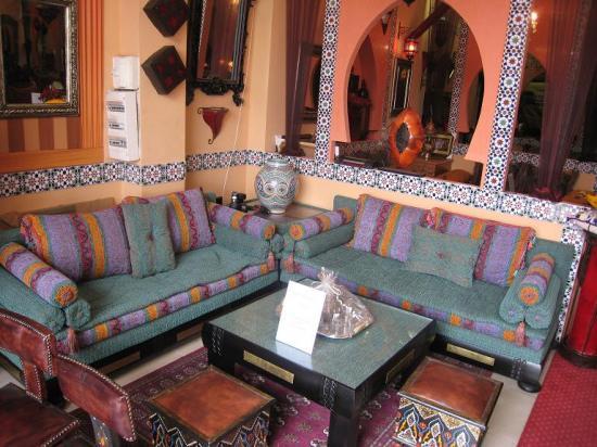 tout sur le salon marocain. Black Bedroom Furniture Sets. Home Design Ideas