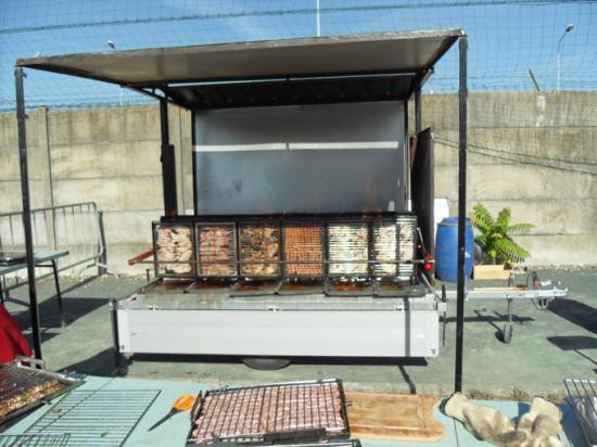 Barbecue vertical retournement simplifie - Barbecue automatique vertical ...