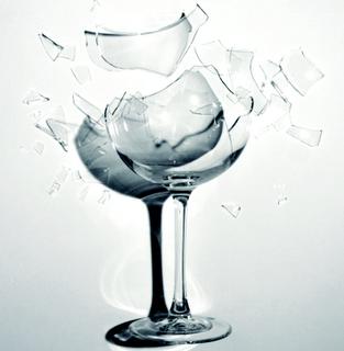 Une onde sonore est elle capable de briser un verre for Briser un miroir signification