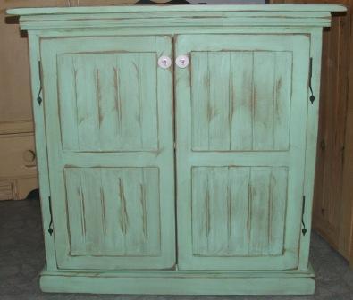 Meubles fait la main for Vieillir un meuble peint